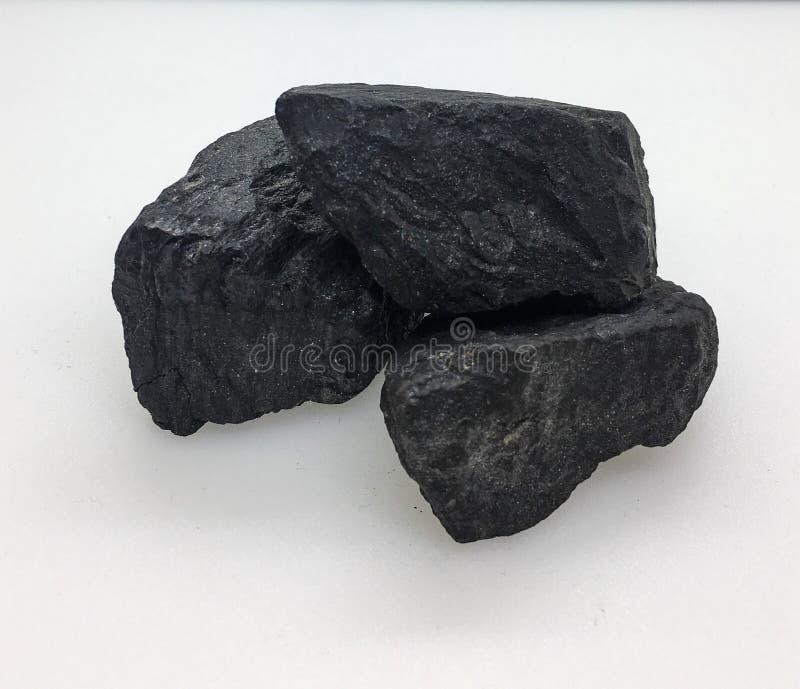 Carbones en el fondo blanco imagenes de archivo