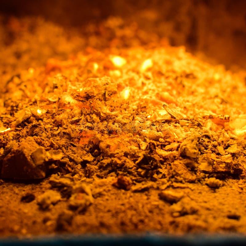 Carboni caldi nella stufa fotografia stock libera da diritti