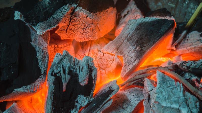 Carboni di legna Burning fotografia stock