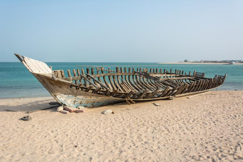 Carcaça de madeira do barco de pesca do dhow imagem de stock