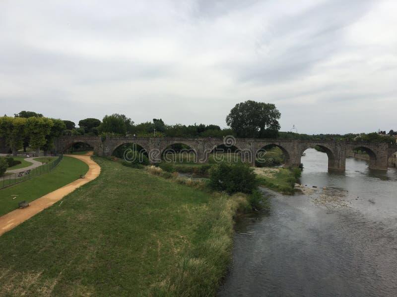 Carcasona y puente hermosos en Francia fotografía de archivo libre de regalías