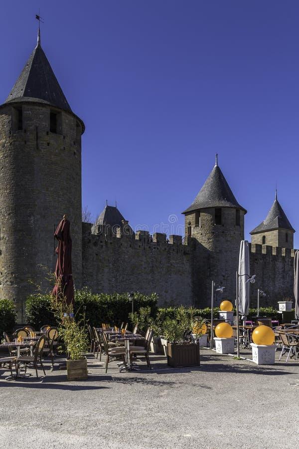 Carcassone står högt, Carcassonne, Frankrike, 24th Februari 2017 royaltyfri foto