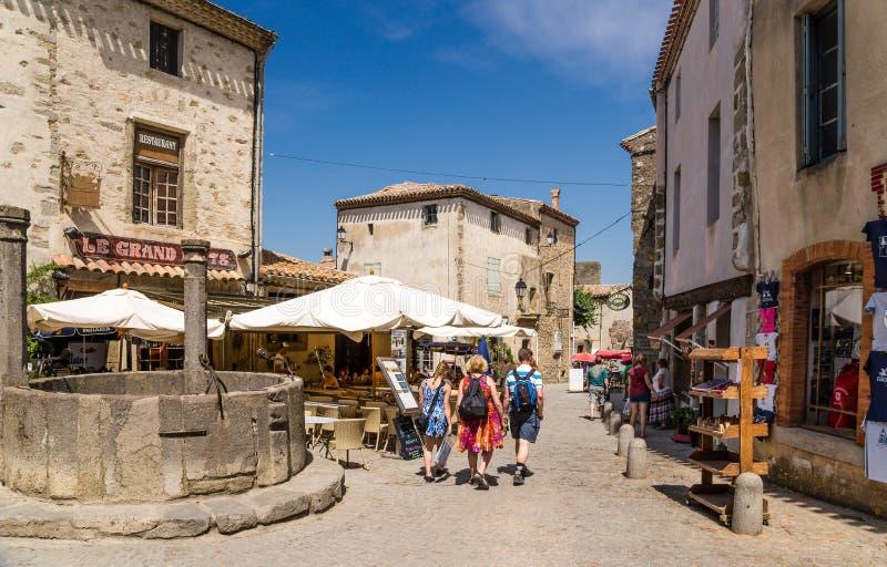 Carcassonne, Γαλλία Περιοχή με ένα φρεάτιο στην παλαιά ενισχυμένη πόλη στοκ φωτογραφία