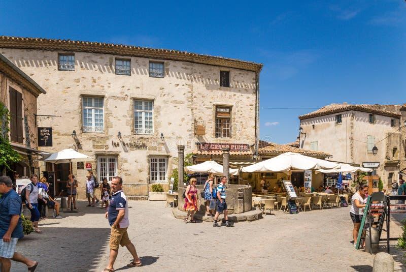 Carcassonne, Γαλλία Τουρίστες στην παλαιά ενισχυμένη πόλη στοκ φωτογραφία με δικαίωμα ελεύθερης χρήσης