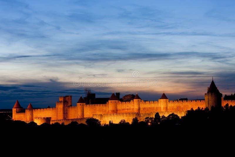 Carcassonne nachts, Languedoc-Roussillon, Frankreich lizenzfreies stockfoto