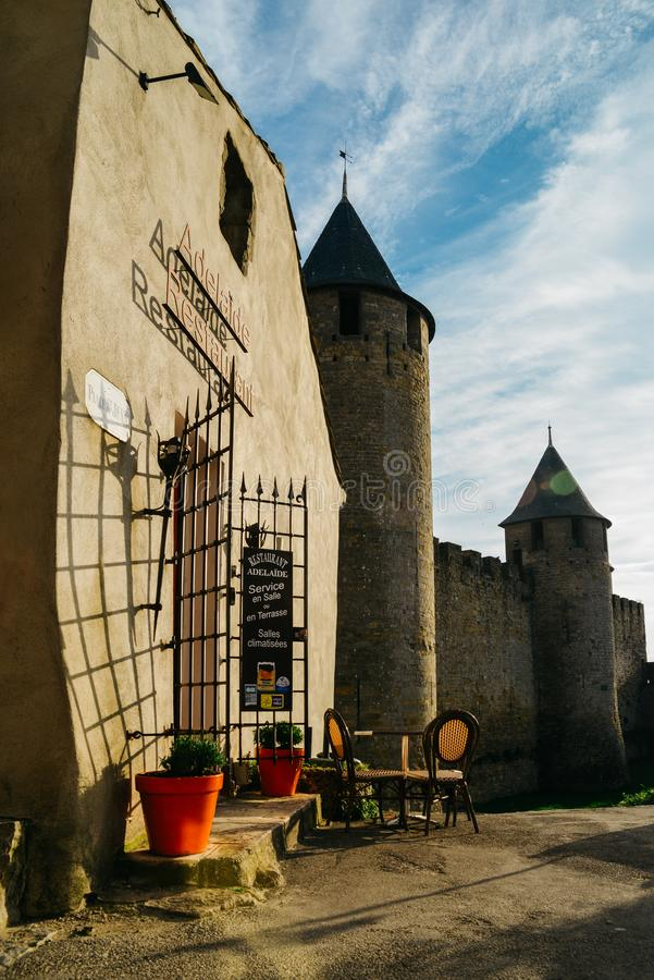 Carcassonne, una città della sommità in Francia del sud, è un sito del patrimonio mondiale dell'Unesco famoso per la sua cittadel immagini stock libere da diritti