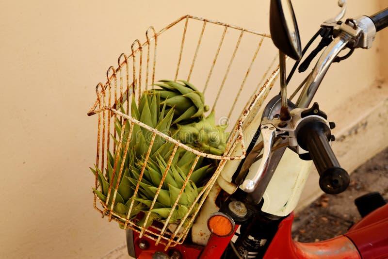 Carciofo sano, prodotto di fattoria organico Verdura verde Alimento della Grecia immagini stock libere da diritti