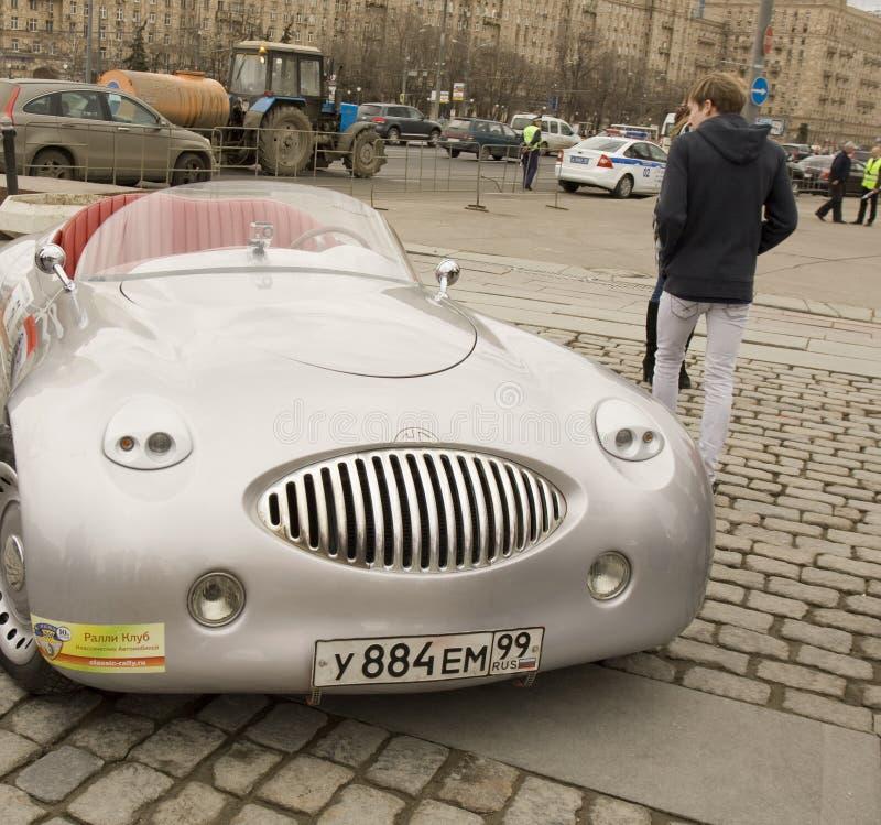 Cardi samlar på av klassiska bilar, Moskva royaltyfria foton