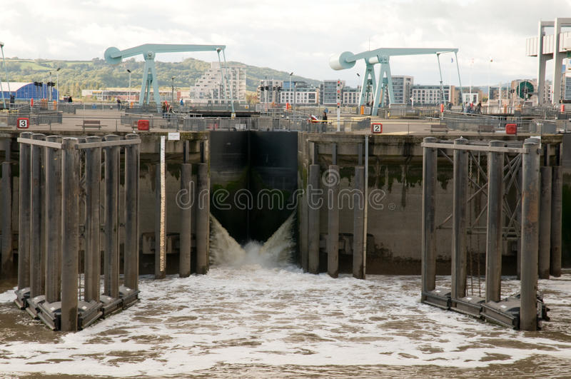 Download Cardiff Bay Barrage stock photo. Image of cranes, docklands - 21306422