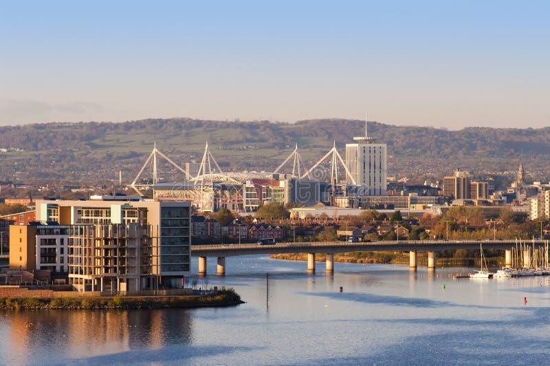 Cardiff en de Baai van Cardiff stock fotografie
