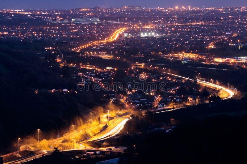 Cardiff en la noche fotografía de archivo libre de regalías