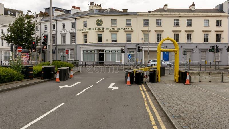 Cardiff-Sicherheitsterroristenbekämpfung misst Pflasterungssperre A lizenzfreies stockbild