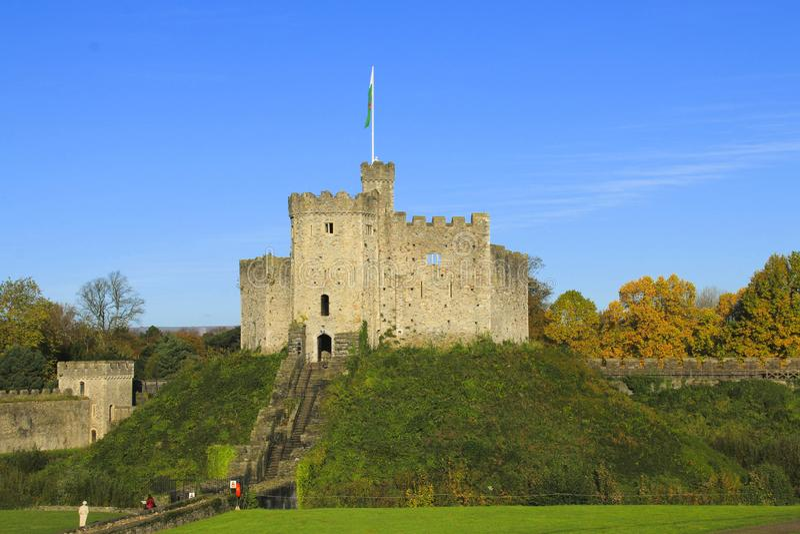 Cardiff slottyttersida i mitten av Cardiff i höstsolskenet arkivbilder