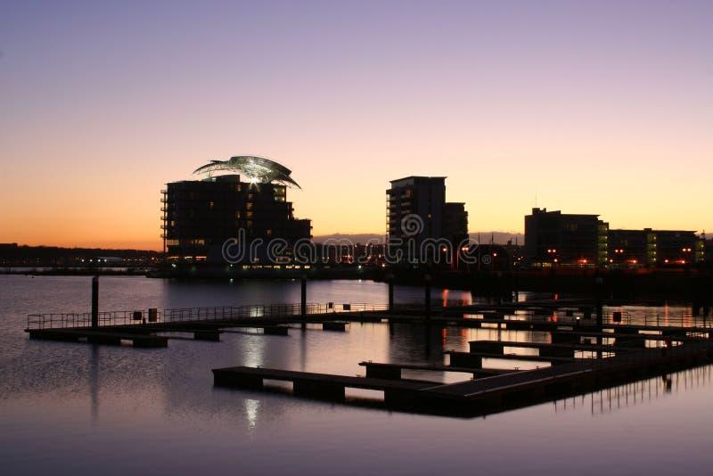 Cardiff Trzymać na dystans Cardiff Caerdydd Walia półmroku nocy UK zmierzch zdjęcia royalty free
