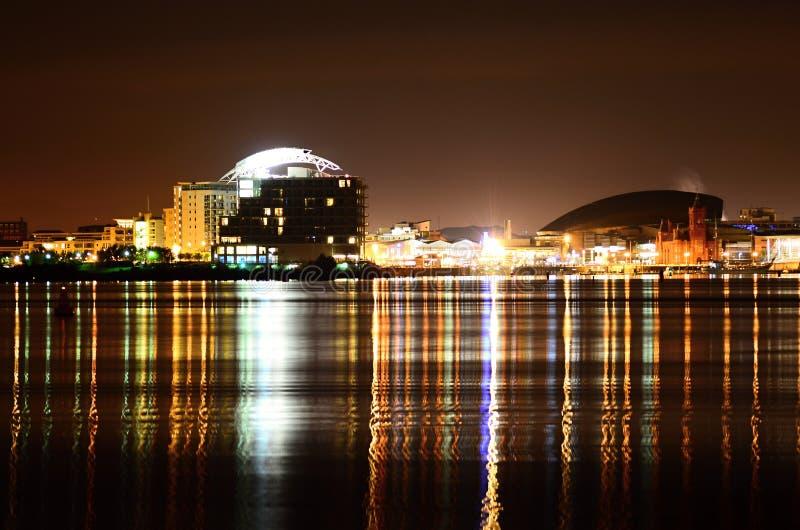 Cardiff zatoka przy nocą zdjęcia royalty free