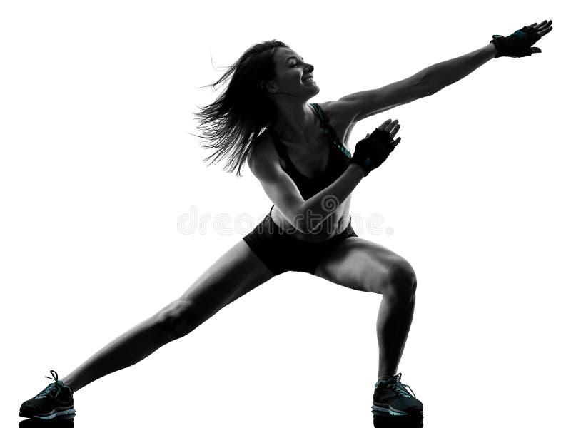 Cardio- mulher da ginástica aeróbica do exercício da aptidão do exercício do núcleo da cruz do encaixotamento imagens de stock