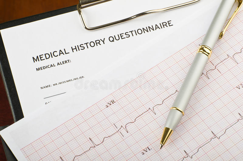Cardiogramma e questionario fotografia stock