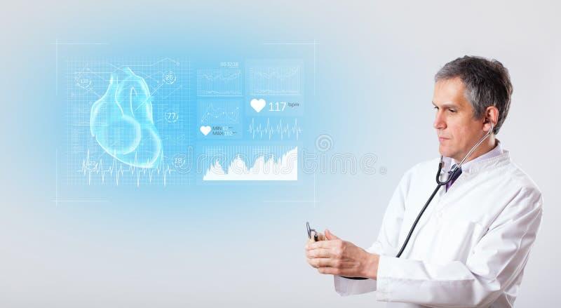 Cardioloog die de onderzoeksresultaten voorstellen royalty-vrije stock fotografie