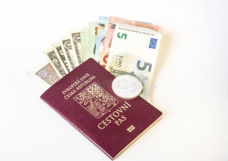 Cardl di affari di identità del documento di viaggio del passaporto La repubblica Ceca, euro ` s banconota dei dolladrs, finanza immagini stock