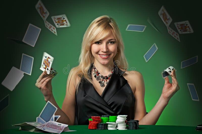 cards poker för kasinochipsvspelare royaltyfria foton