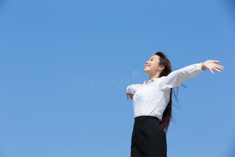 carefree kvinna för affär arkivbild