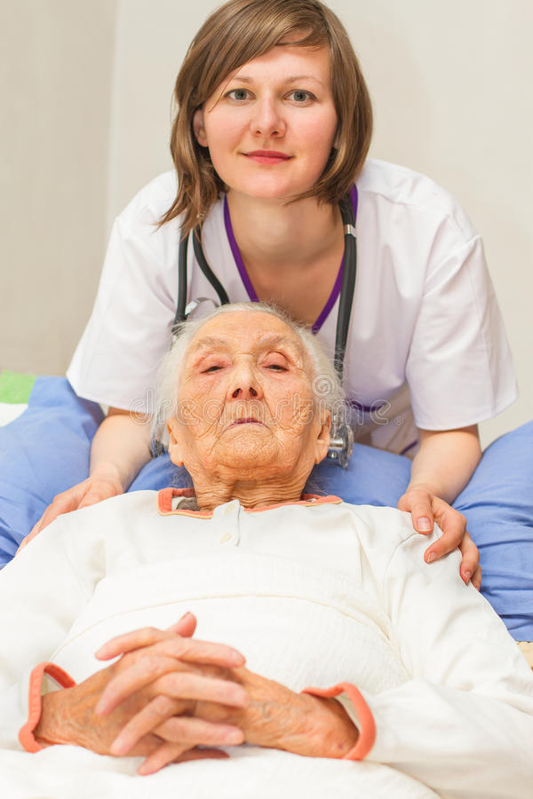 Download Caregiving pour le malade photo stock. Image du résidentiel - 45371708