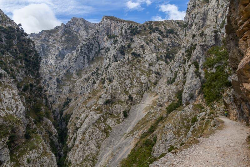 Cares Fluss Canyon und Berge stockbilder