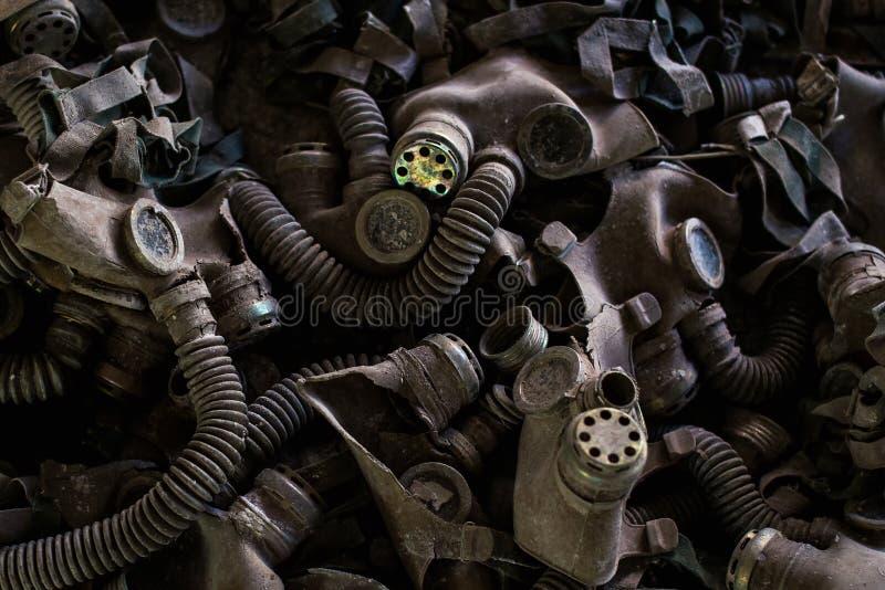 Caretas antig?s en el piso del comedor - escuela secundaria, Pripyat, zona de exclusi?n de Chern?bil imagen de archivo libre de regalías