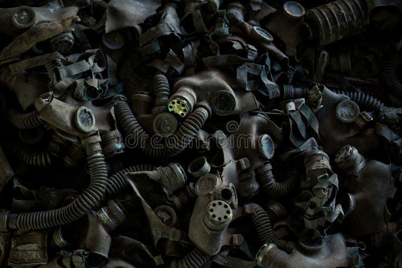 Caretas antigás en el piso en la escuela secundaria en Pripyat, zona de exclusión de Chernóbil Catástrofe nuclear fotografía de archivo libre de regalías