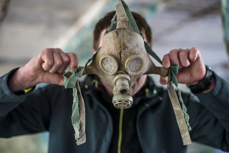 Caretas antig?s en la escuela secundaria en Pripyat, zona de exclusi?n de Chern?bil Cat?strofe nuclear imagen de archivo