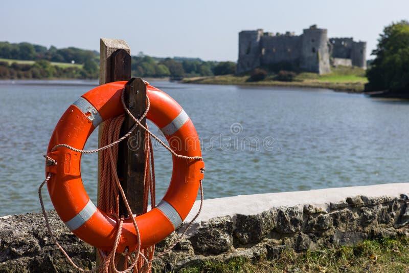 Carew-Schloss mit Rettungsgürtel lizenzfreies stockfoto
