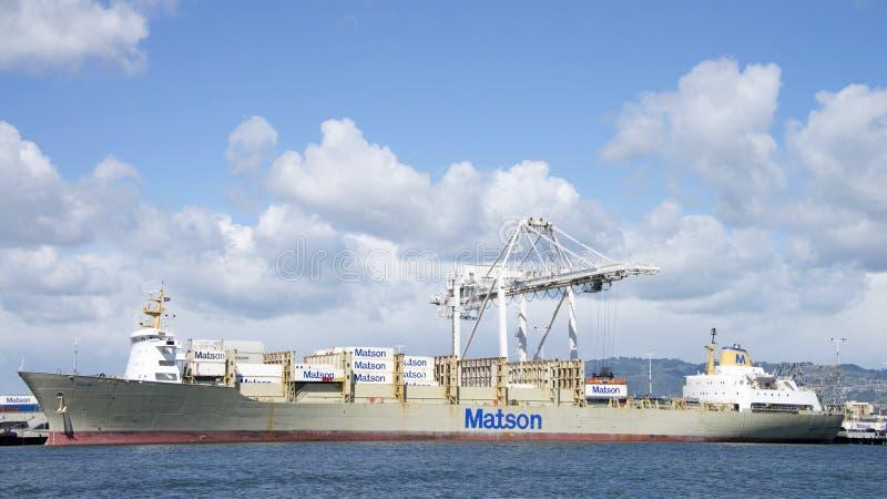 Carga de KAUAI do navio de carga de Matson no porto de Oakland fotografia de stock