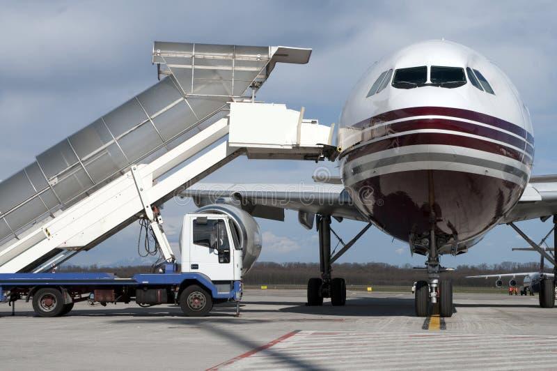 Carga del aeroplano foto de archivo