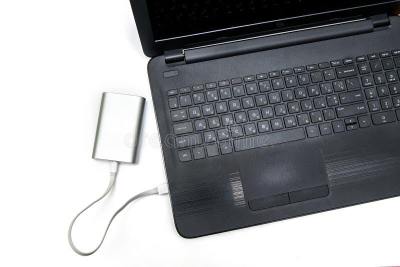 Carga del dispositivo con poder del ordenador fotos de archivo libres de regalías