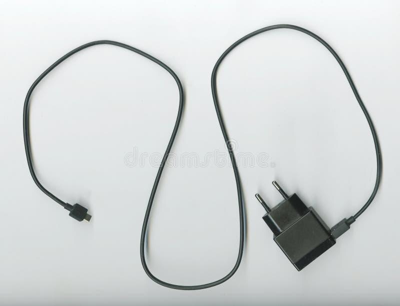 Carga por USB del alambre con un adaptador de tuberías foto de archivo libre de regalías