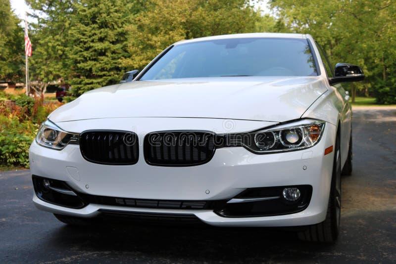 2018 carga super branca de BMW 350i com poder de cavalo 350, carro desportivo europeu luxuoso foto de stock royalty free