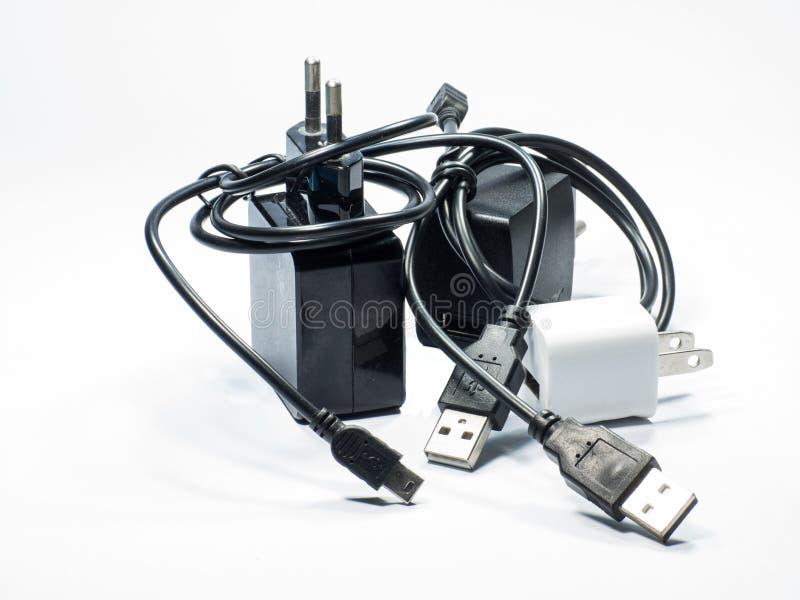 Cargador del adaptador con el cable del usb fotos de archivo