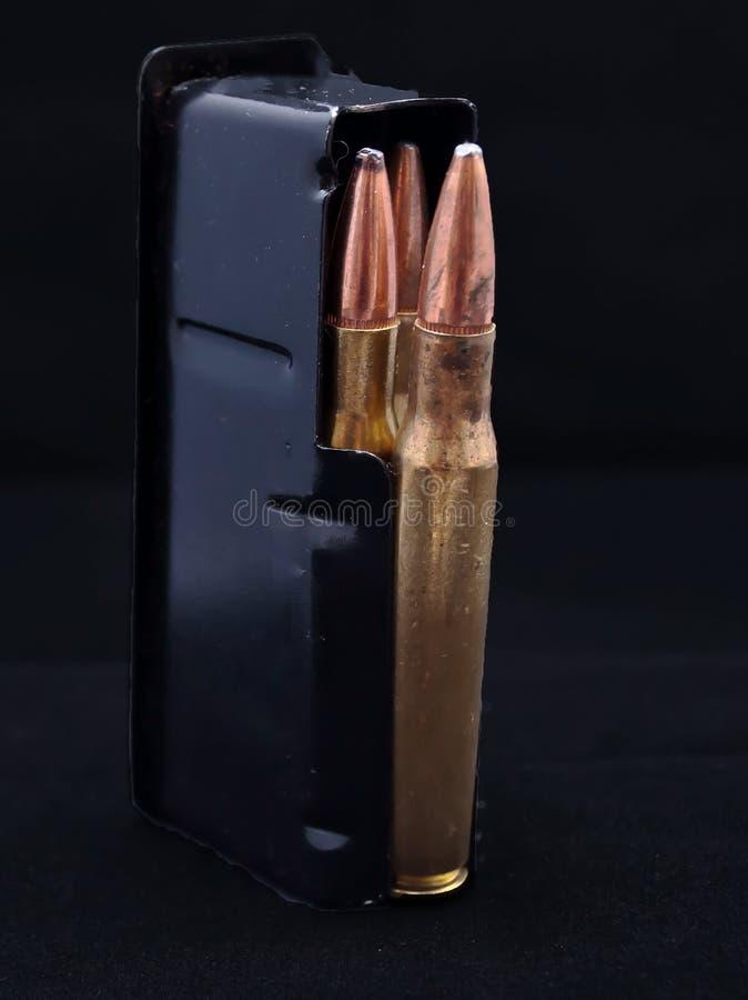 30 cargados revista de 06 rifles fotos de archivo libres de regalías