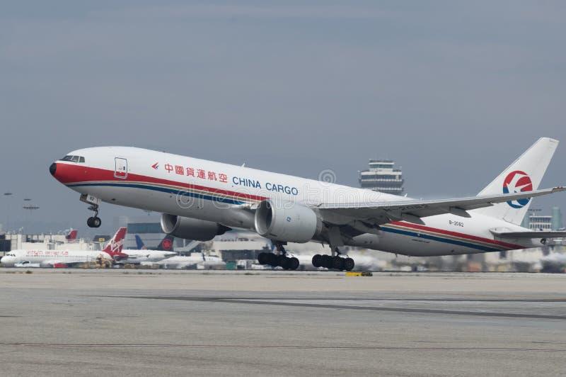 Cargaison Boeing 777 de la Chine décollant photo libre de droits