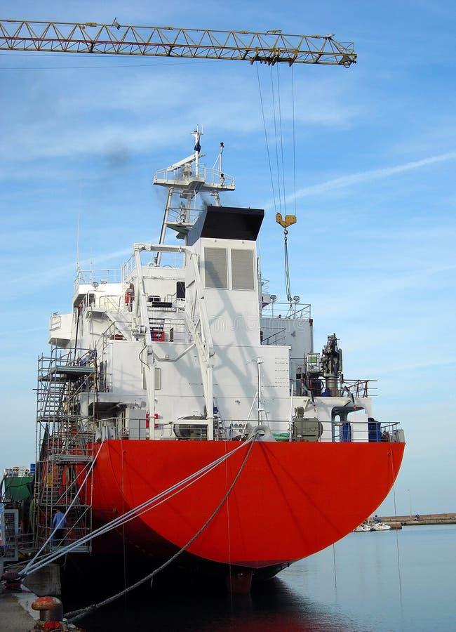 Cargaison dans le chantier naval ! image libre de droits