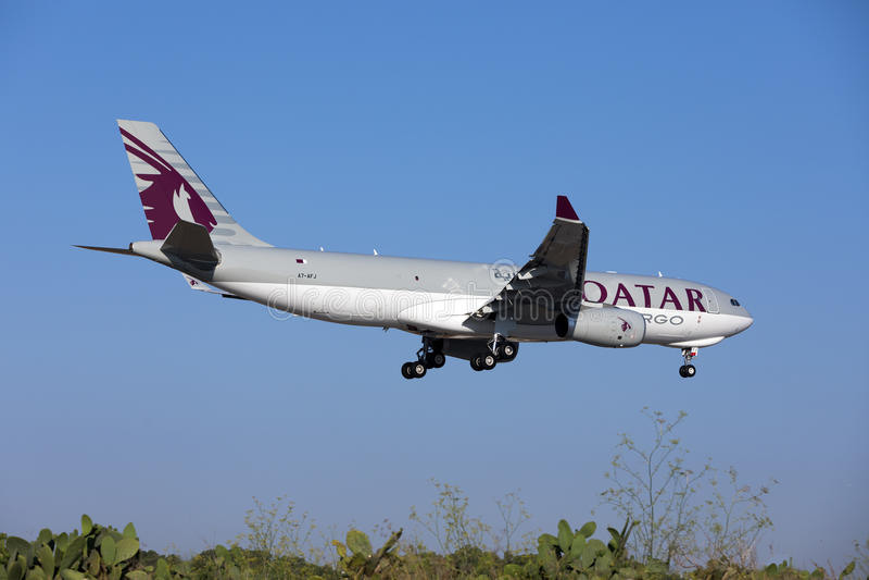 Cargaison A330 de Qatar Airways image libre de droits