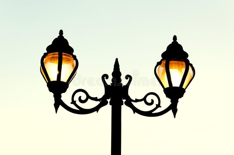 Cargo bonito da lâmpada do estilo da antiguidade da rua do vintage fotos de stock royalty free