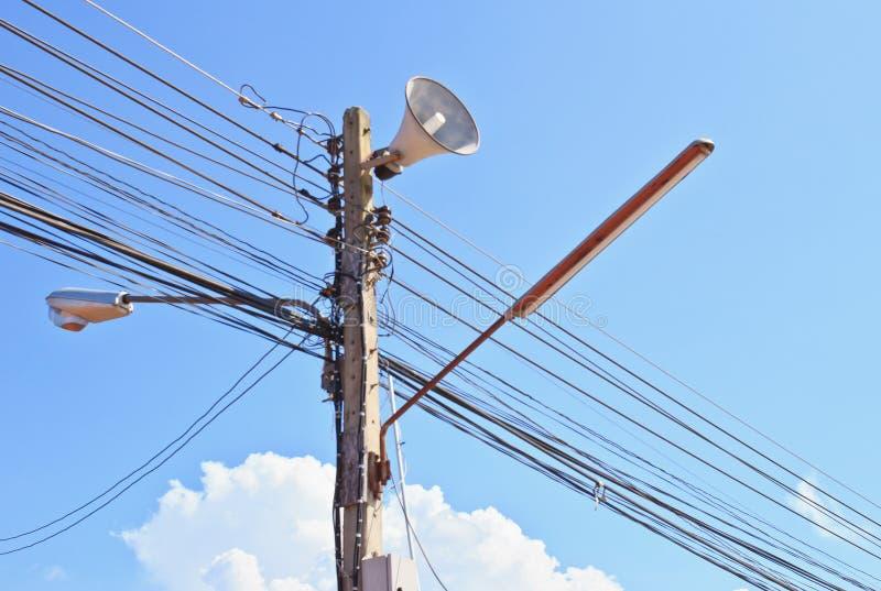 Cargo da eletricidade no céu azul fotografia de stock