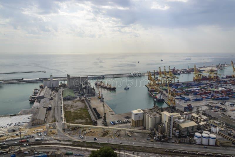 Cargo de Barcelona y puerto comercial fotos de archivo