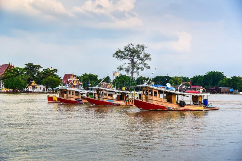 Cargo de remorqueur dans le fleuve Chao Phraya photos libres de droits