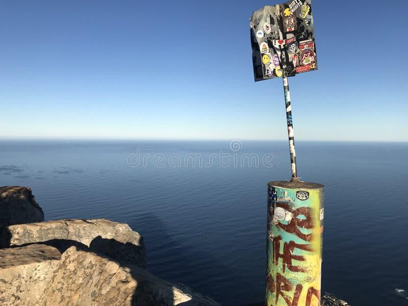 Cargo de sinal Lion Head Mountain Cape Town da extremidade dos mundos fotografia de stock royalty free