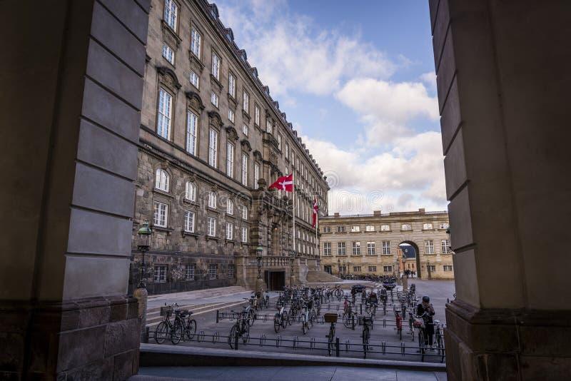Cargo no governo, palácio de Christiansborg, Copenhaga, Dinamarca fotografia de stock royalty free