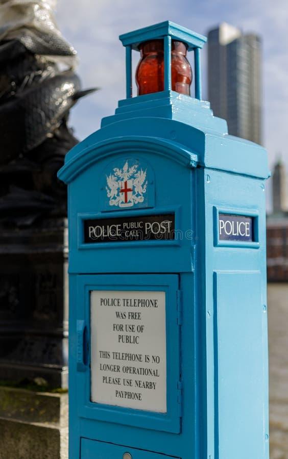 Cargo público da chamada da polícia tradicional em Victoria Embankment em Londres o 11 de março de 2019 fotografia de stock