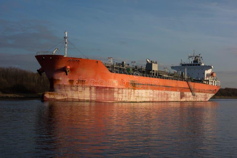 Cargo sur le canal de Kiel image libre de droits