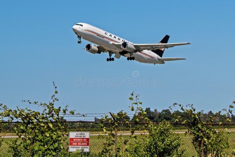 CargoJet Airways Boeing 767-300ER Freighter Departing YHM fotografia de stock royalty free
